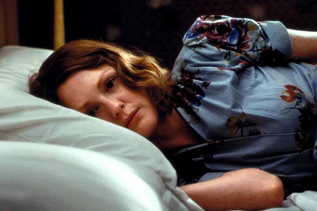 Julianne Moore in una scena di The Hours