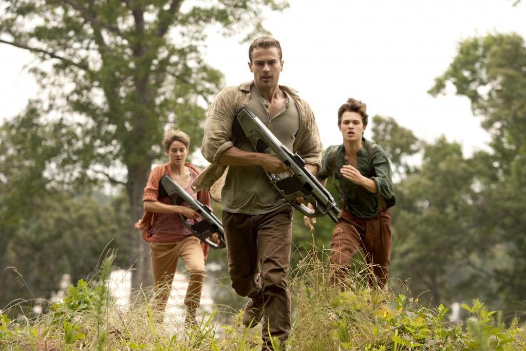 The Divergent Series: Insurgent - Theo James insieme a Shailene Woodley e Ansel Elgort in una scena del film