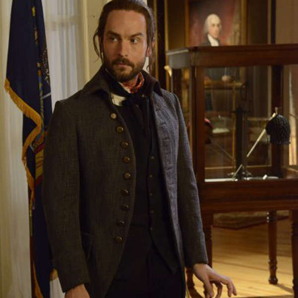 Sleepy Hollow: Tom Mison in una scena dell'episodio Pittura Infamante