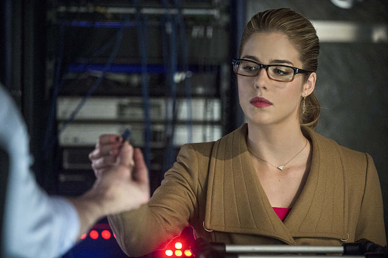 Arrow: l'attrice Emily Bett Rickards interpreta Felicity in Left Behind