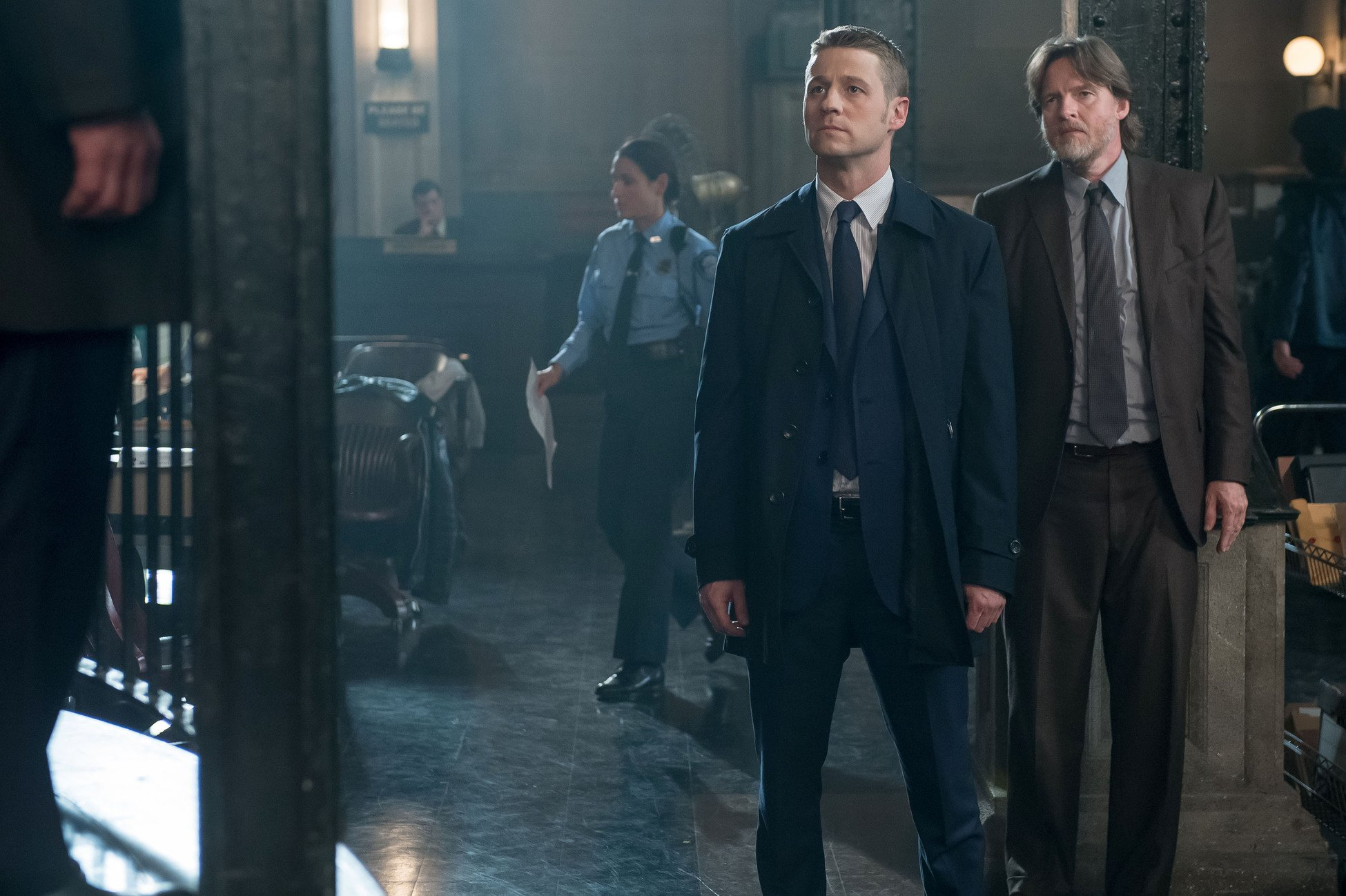 Gotham: Ben McKenzie e Donal Logue in una scena dell'episodio What the Little Bird Told Him