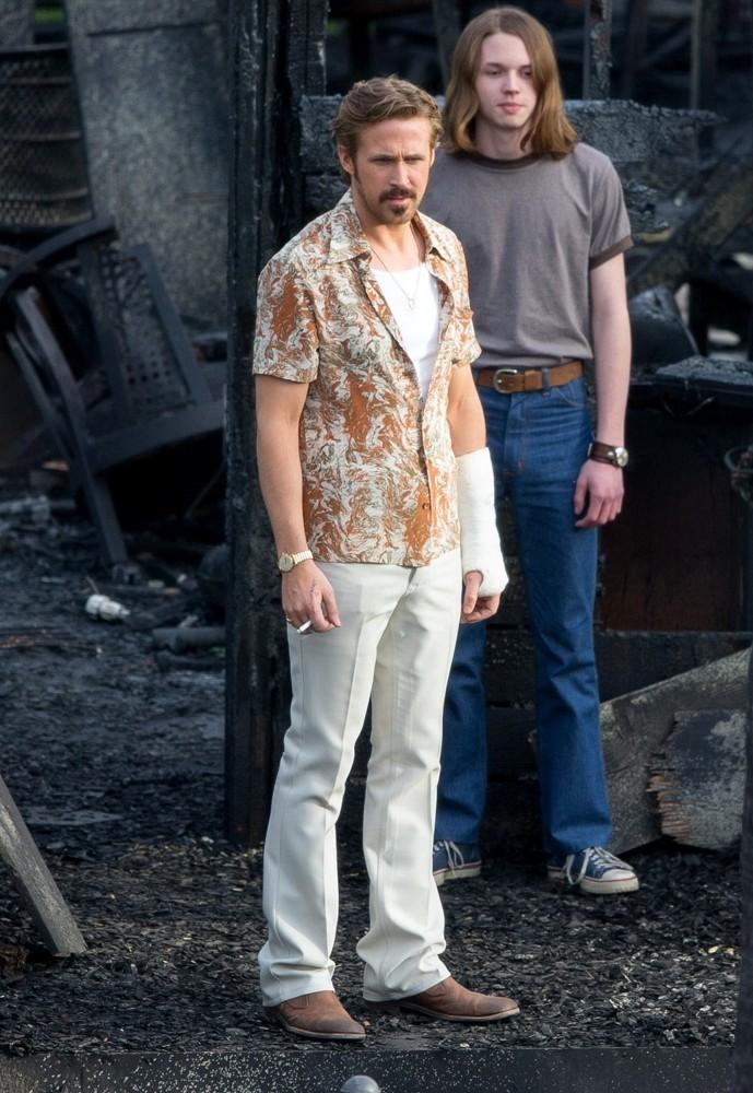 The Nice Guys - Ryan Gosling con Jack Kilmer sul set del film