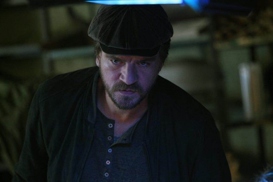 Constantine: l'attore Charles Halford in una scena dell'episodio intitolato Quid pro Quo
