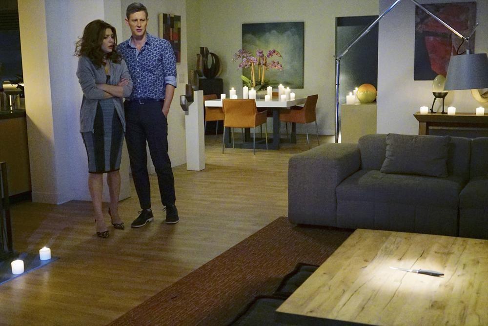 Revenge: Elena Satine e Gabriel Mann in una scena di Kindred