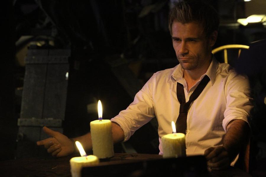 Constantine: Matt Ryan interpreta John Constantine in Quid pro Quo