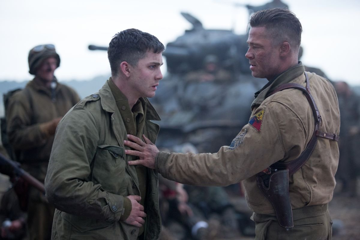 Fury: Brad Pitt con Logan Lerman in una scena del film