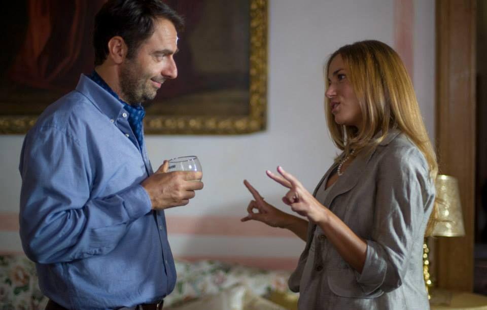 Leoni: Neri Marcorè con Cristina D'Alberto in una scena