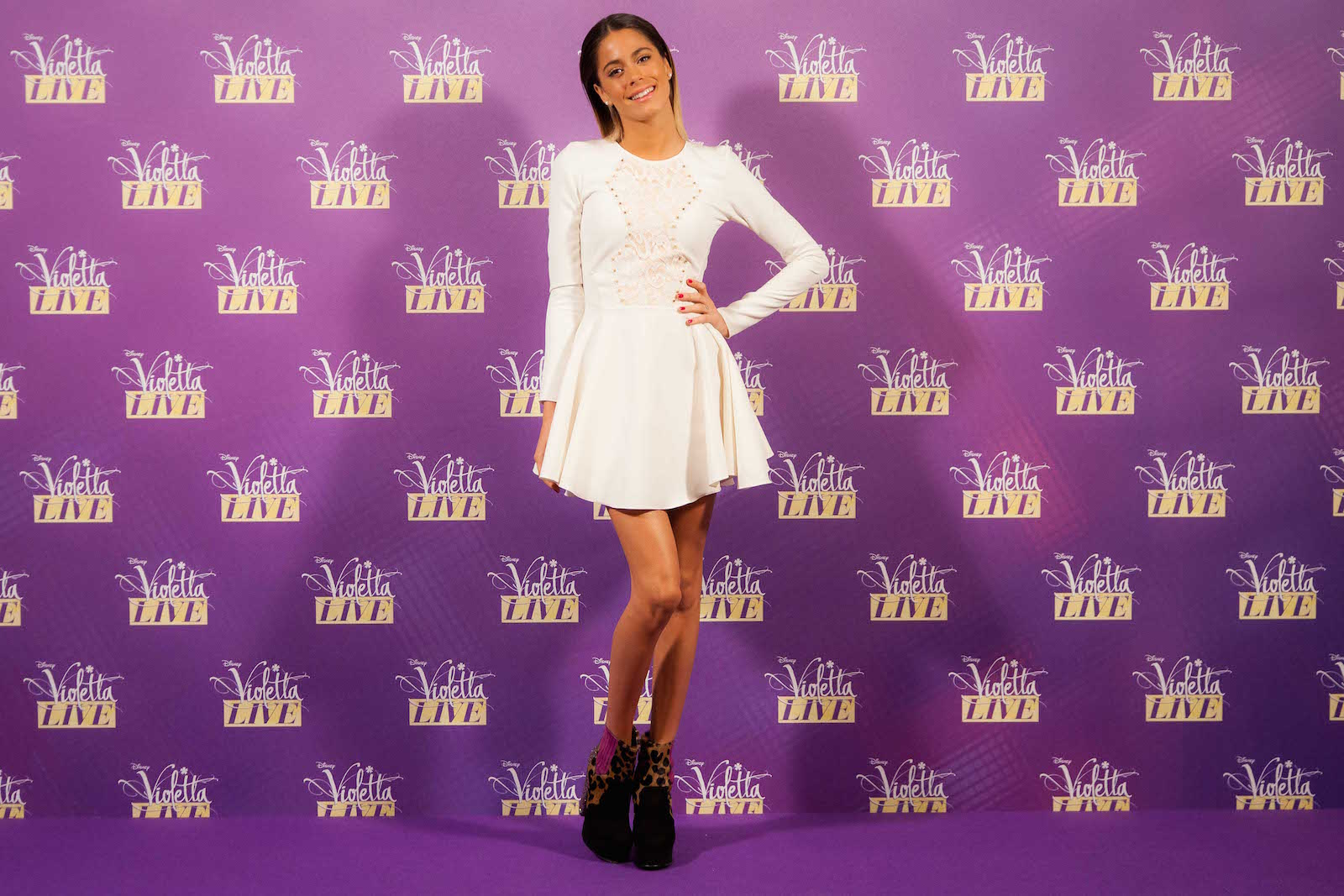Violetta: Martina Stoessel al photocall di Milano