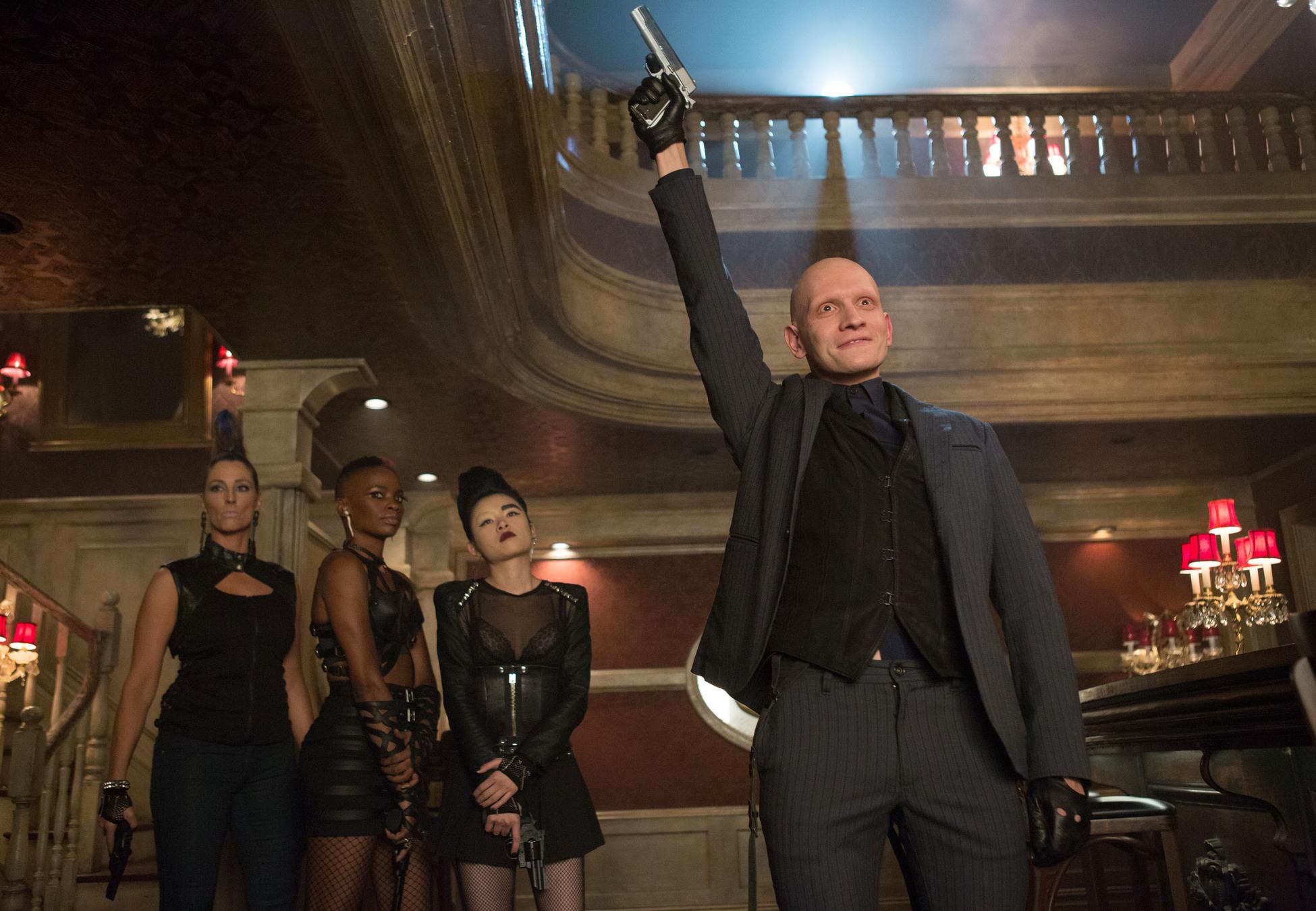 Gotham: Anthony Carrigan in un'immagine dell'episodio Welcome Back, Jim Gordon