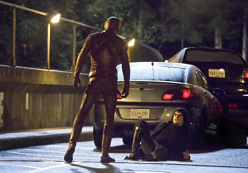 The Flash: Grant Gustin e Andy Mientus in una scena della puntata The Sound and the Fury