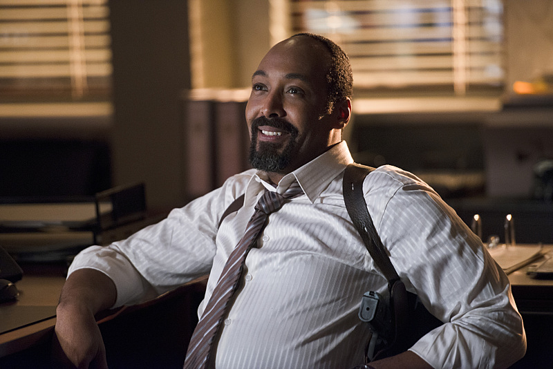 The Flash: l'attore Jesse L. Martin interpreta il detective West nell'episodio The Sound and the Fury
