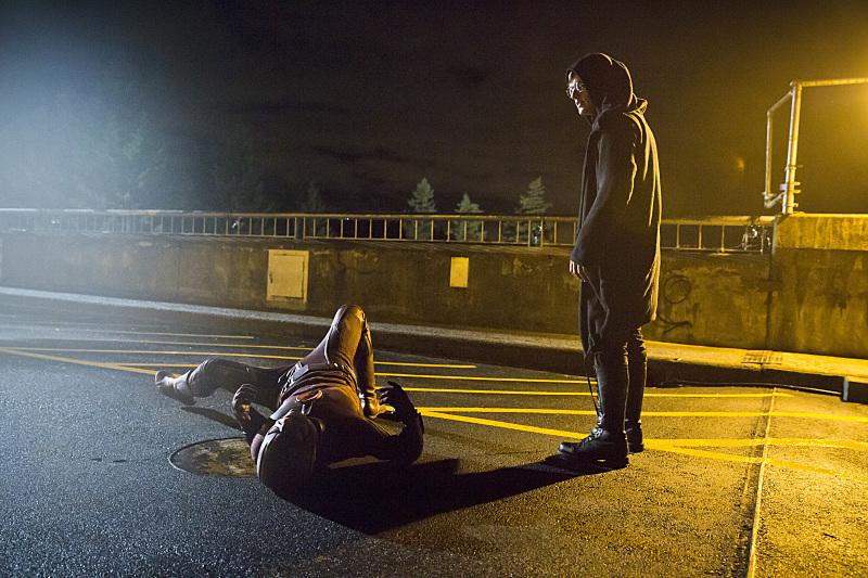 The Flash: Grant Gustin e Andy Mientus in una scena di The Sound and the Fury