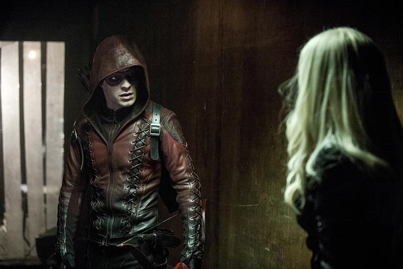 Arrow: Colton Haynes e Katie Cassidy in una scena dell'episodio Midnight City