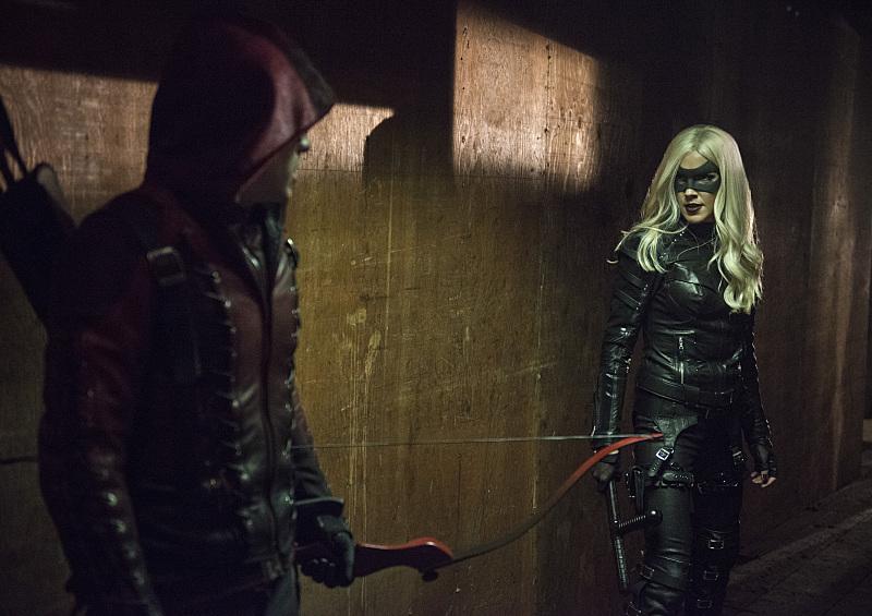 Arrow: Colton Haynes e Katie Cassiy, con il costume di Black Canary, in Midnight City