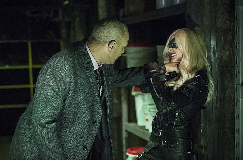 Arrow: l'attrice Katie Cassidy in una scena dell'episodio Midnight City