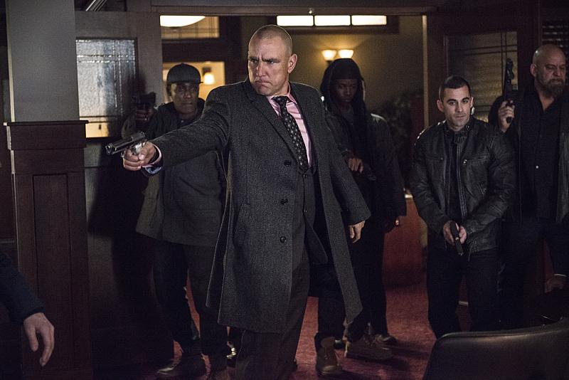 Arrow: una scena d'azione dell'episodio intitolato Midnight City