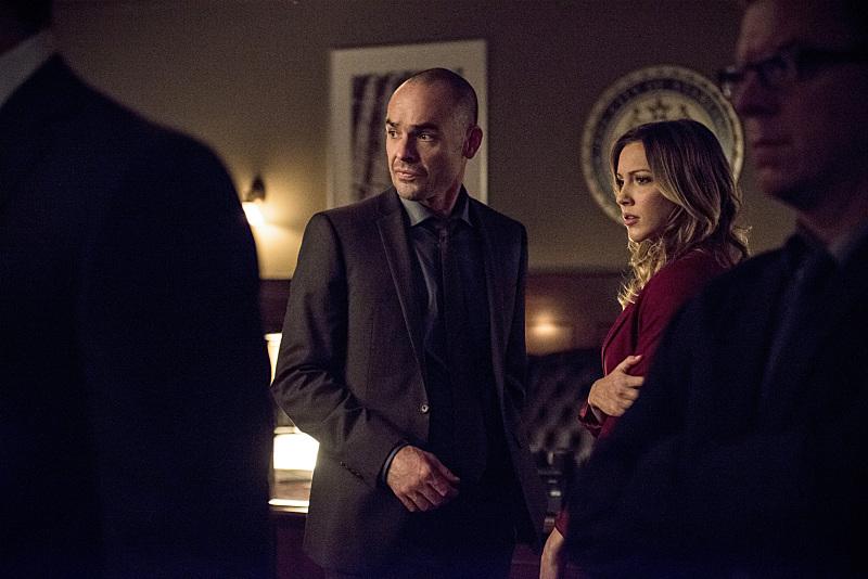 Arrow: Paul Blackthorne e Katie Cassidy in Midnight City