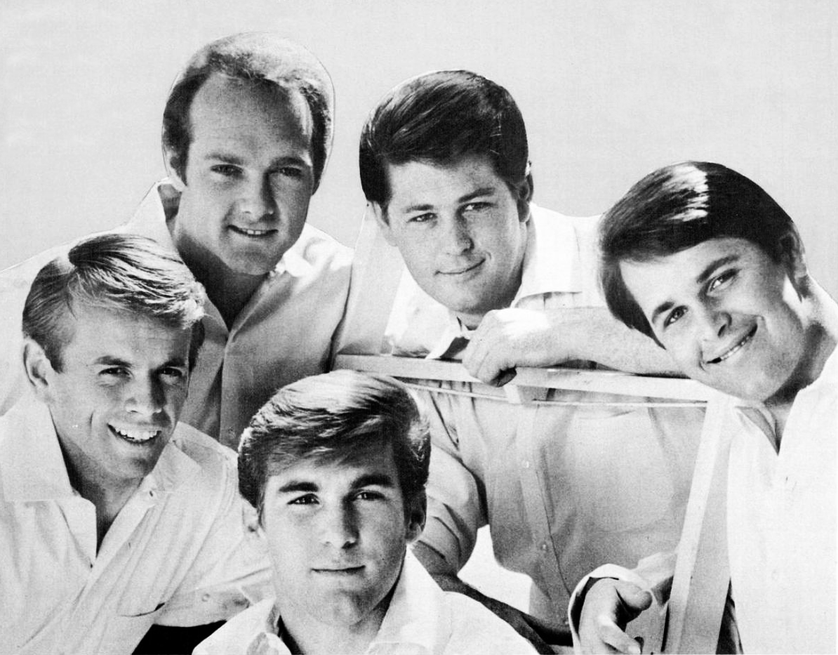 I Beach Boys: Brian, Dennis, Carl Wilson e il cugino Mike Love