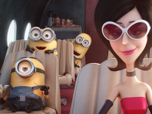 Minions: Kevin, Stuart, Bob e Scarlet Sterminator in una scena del film