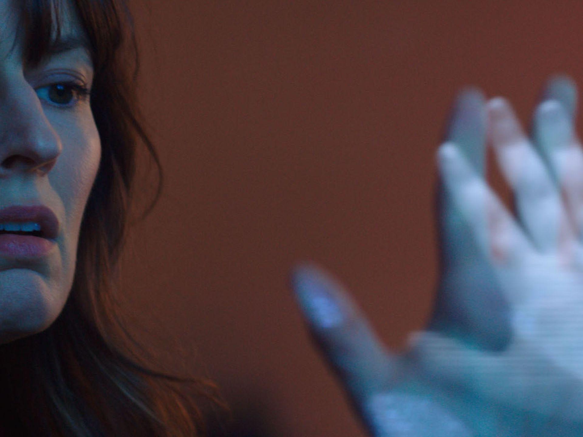 Poltergeist - Rosemarie DeWitt in una scena del reboot