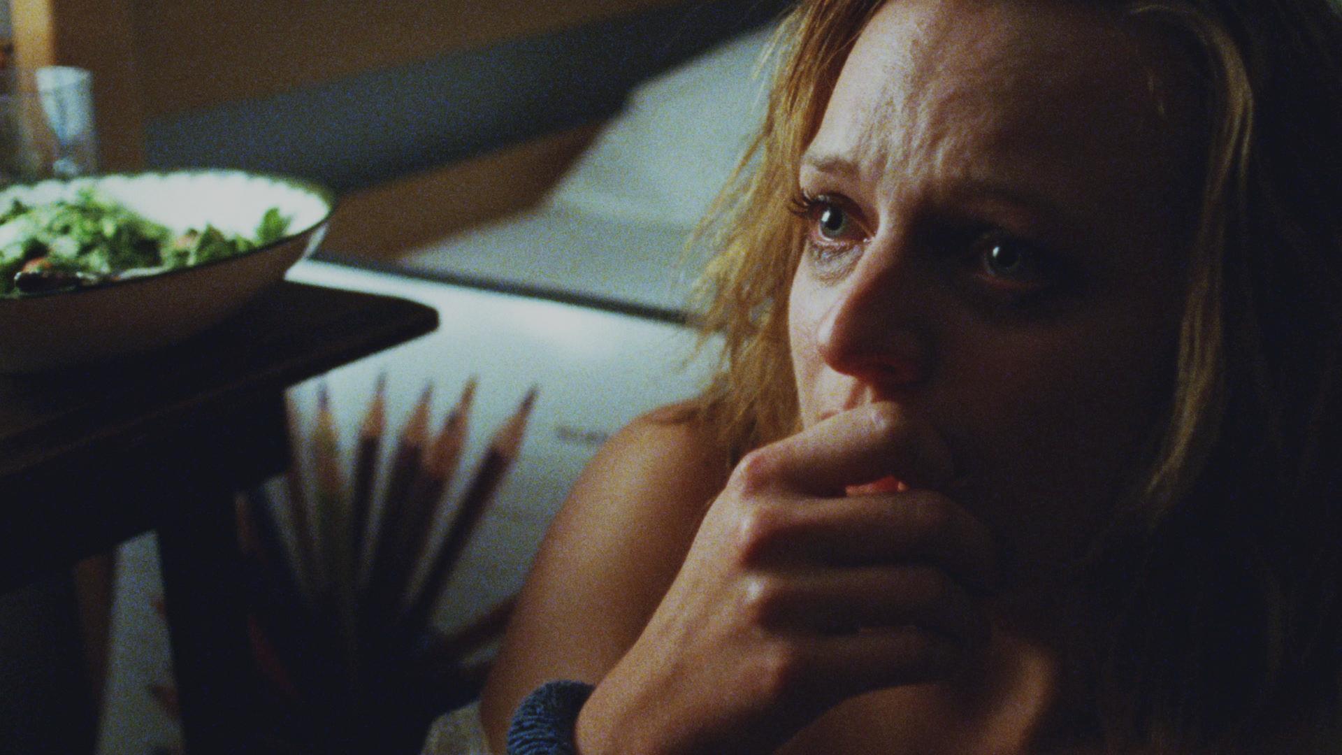 Queen of Earth: Elisabeth Moss in una scena del film