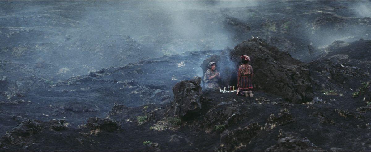 Ixcanul: María Mercedes Coroy e María Telón in una scena