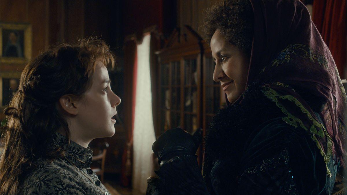 Angelica: Jena Malone con Janet McTeer in una scena del thriller