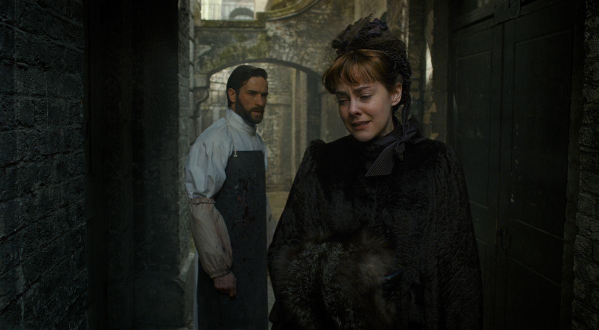 Angelica: Jena Malone insieme a Ed Stoppard in una scena