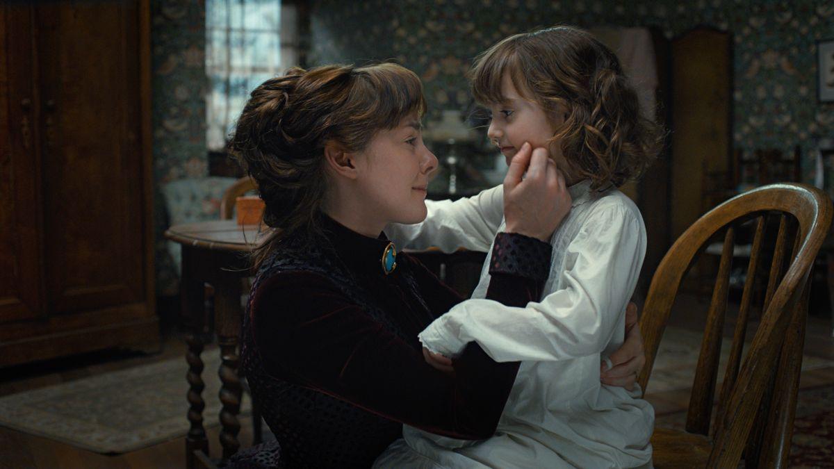 Angelica: Jena Malone con Eliza Holland Madore in una scena