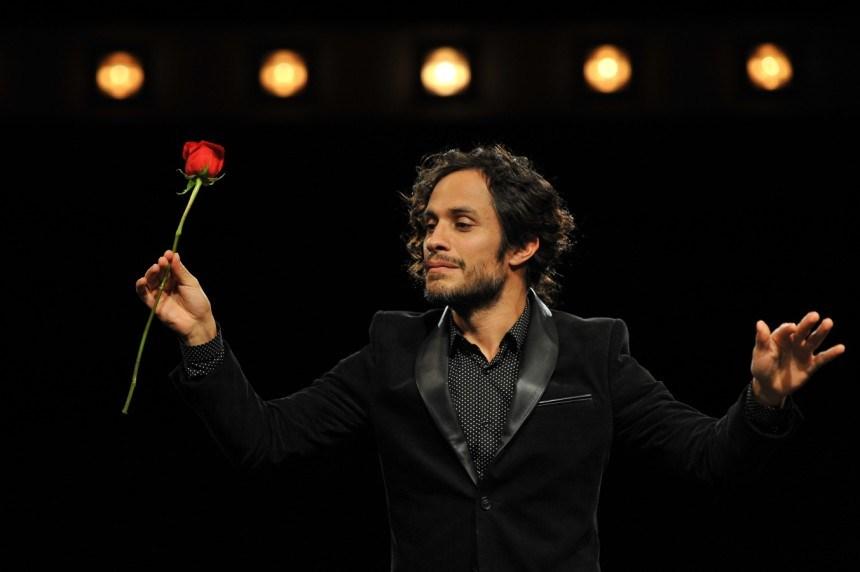 Mozart in the Jungle, una scena con Gael Garcia Bernal