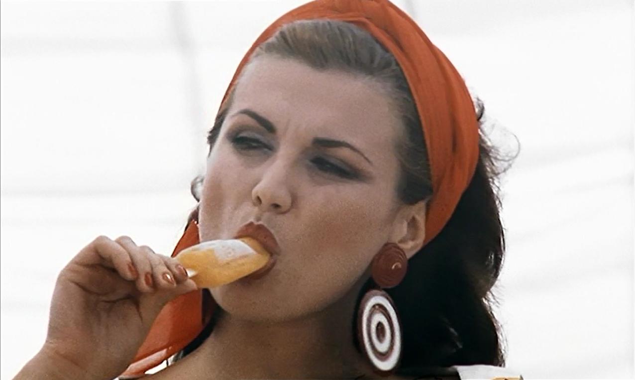 Serena Grandi in una scena di Miranda (1985)