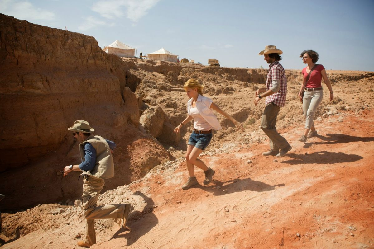La Piramide: Kamir Amyab insieme a Dennis O'Hare, Crista Nicola e Ashley Hinshaw in una scena