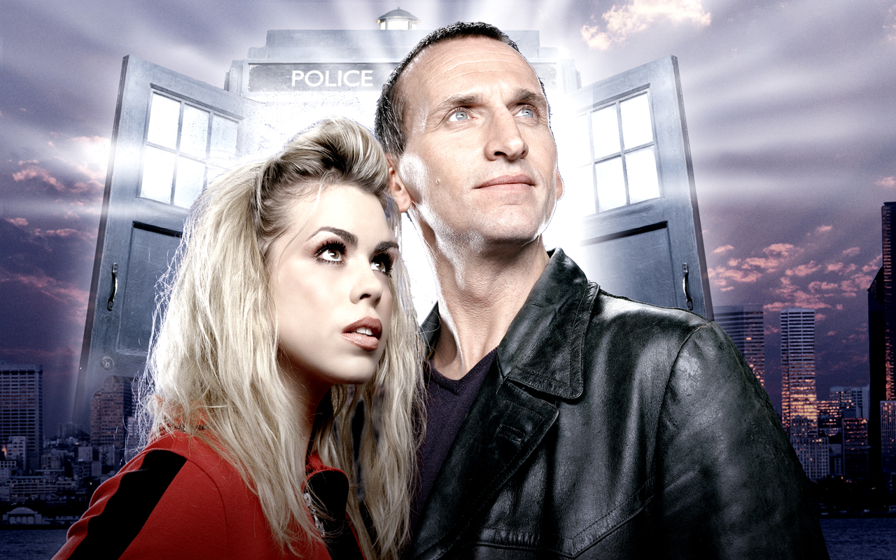 Doctor Who: Christopher Eccleston e Billie Piper in una foto promozionale
