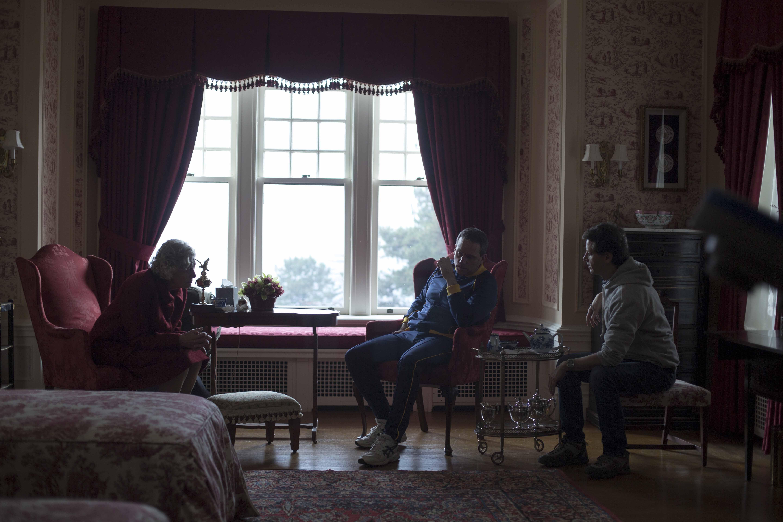 Foxcatcher - foto esclusiva  Steve Carell (al centro) in una scena