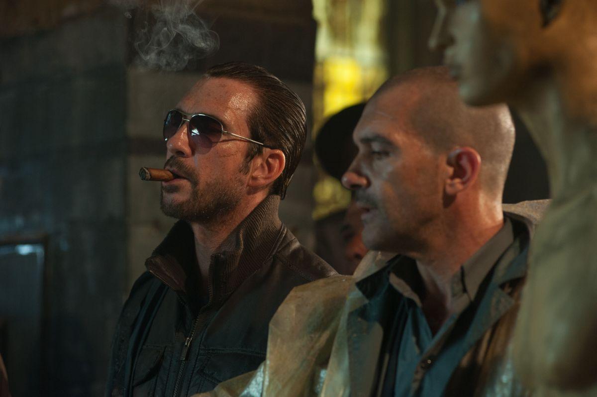 Automata: Antonio Banderas insieme a Dylan McDermott in una scena del film fantascientifico