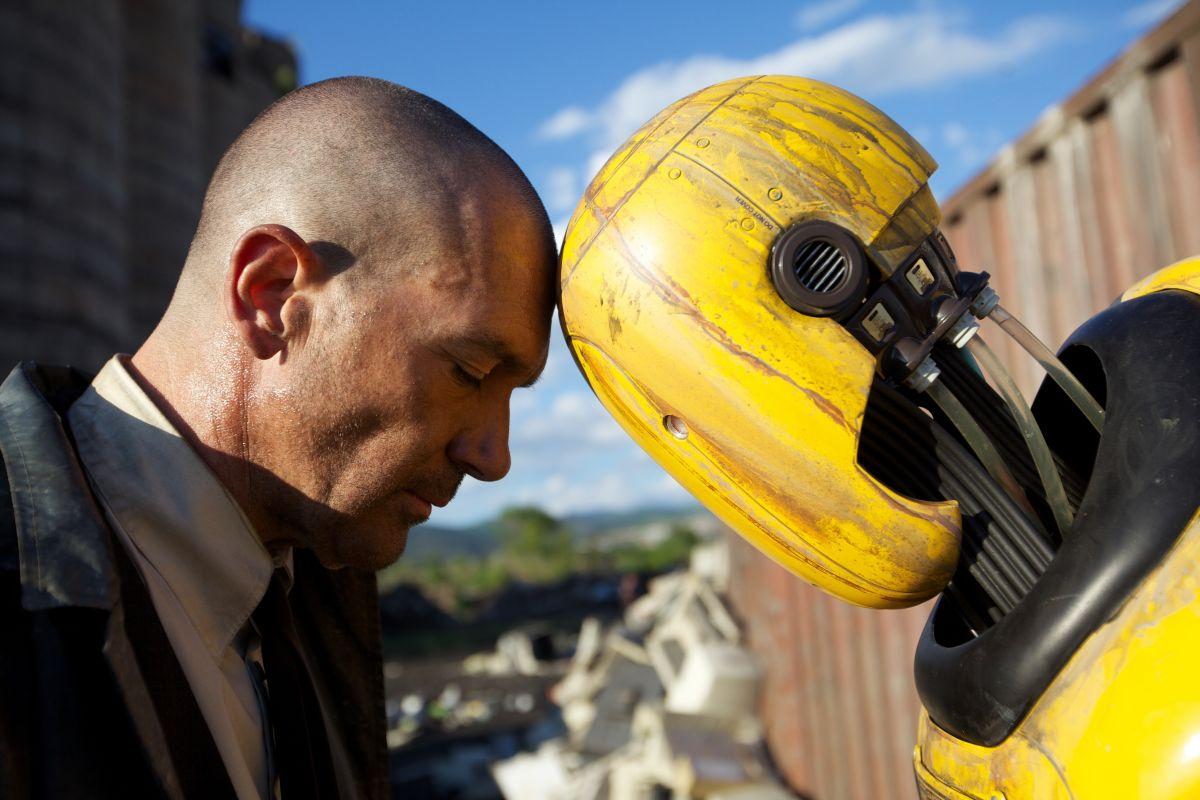 Automata: Antonio Banderas in una suggestiva immagine del film fantascientifico