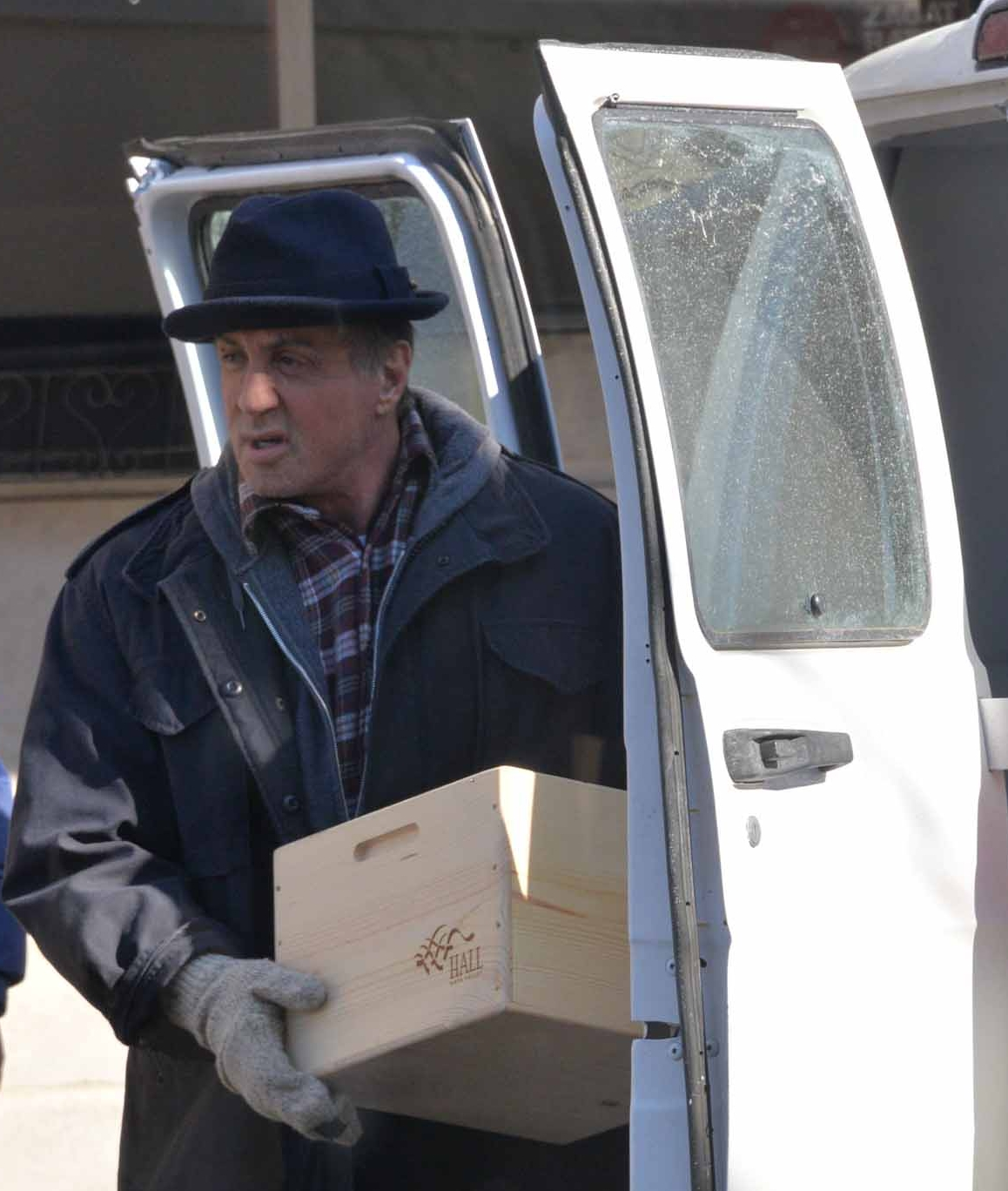 Creed: Sylvester Stallone trasporta unos catolone