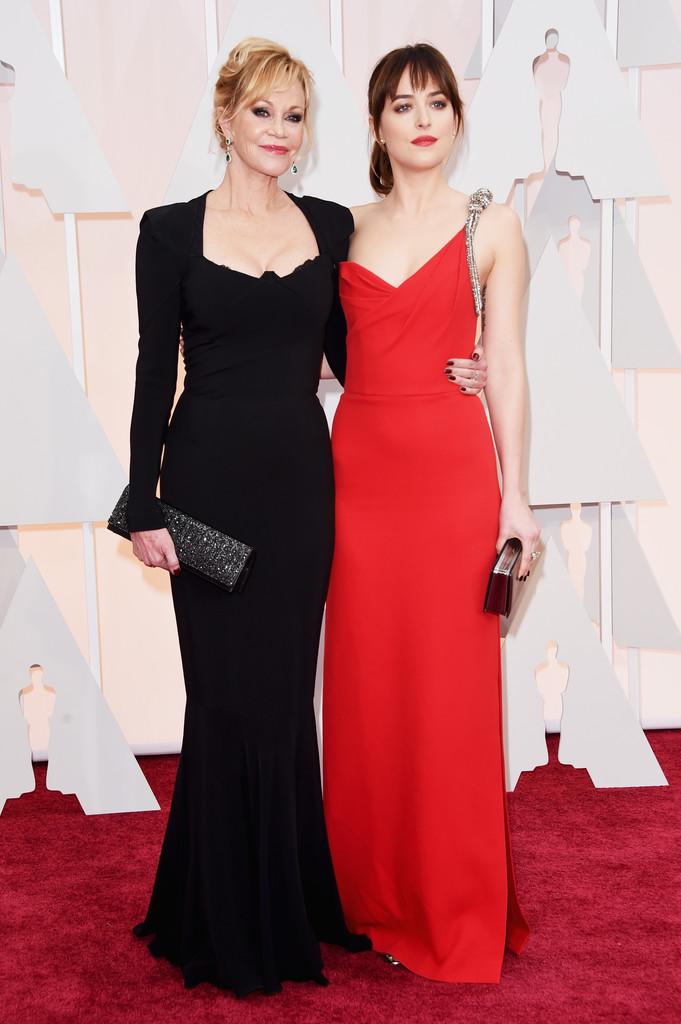Dakota Johnson agli Oscar 2015 con mamma Melanie Griffith