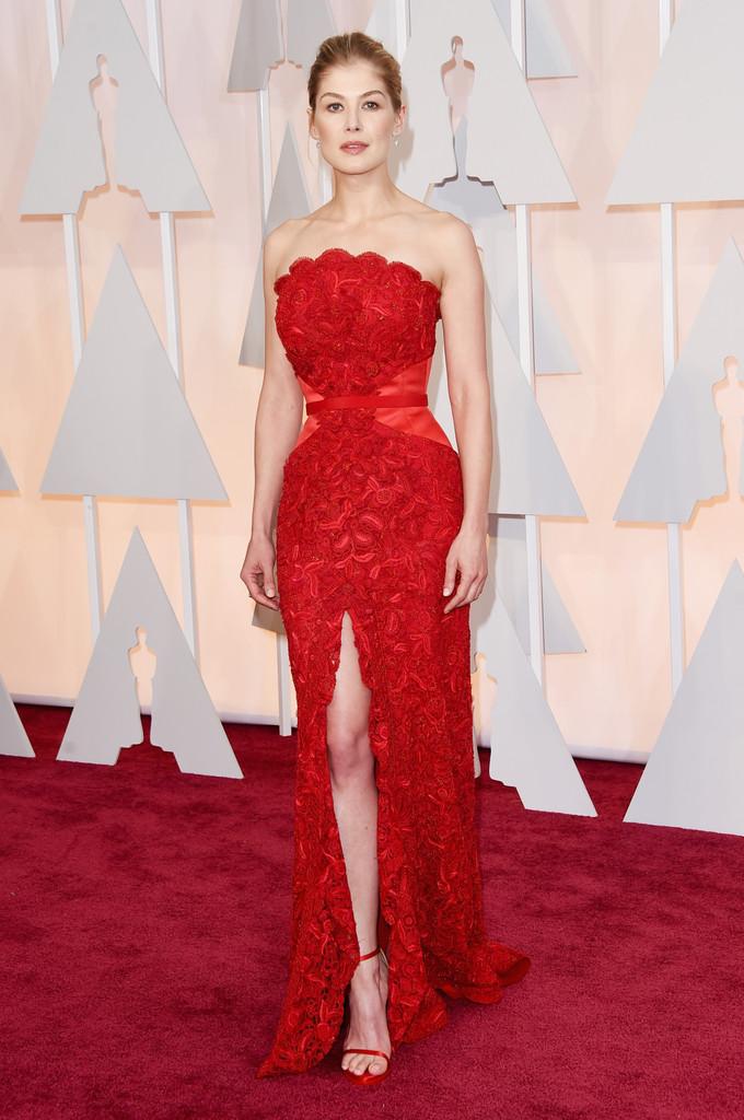 Oscar 2015 - Rosamund Pike sul red carpet