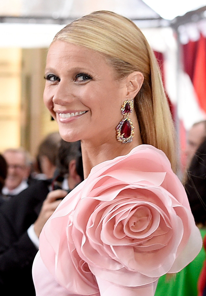 Gwyneth Paltrow sul red carpet degli Oscar 2015