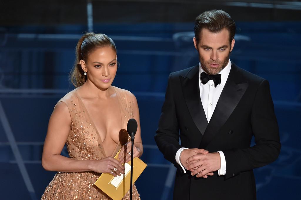 Jennifer Lopez con Chris Pine agli Oscar 2015