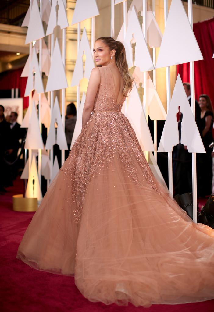 Jennifer Lopez sul tappeto rosso degli Oscar 2015
