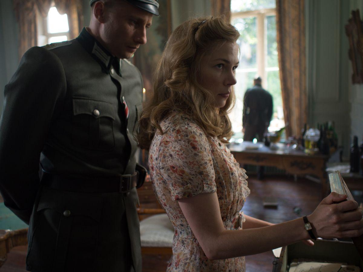 Suite Francese: Michelle Williams e Matthias Schoenaerts in un momento del film