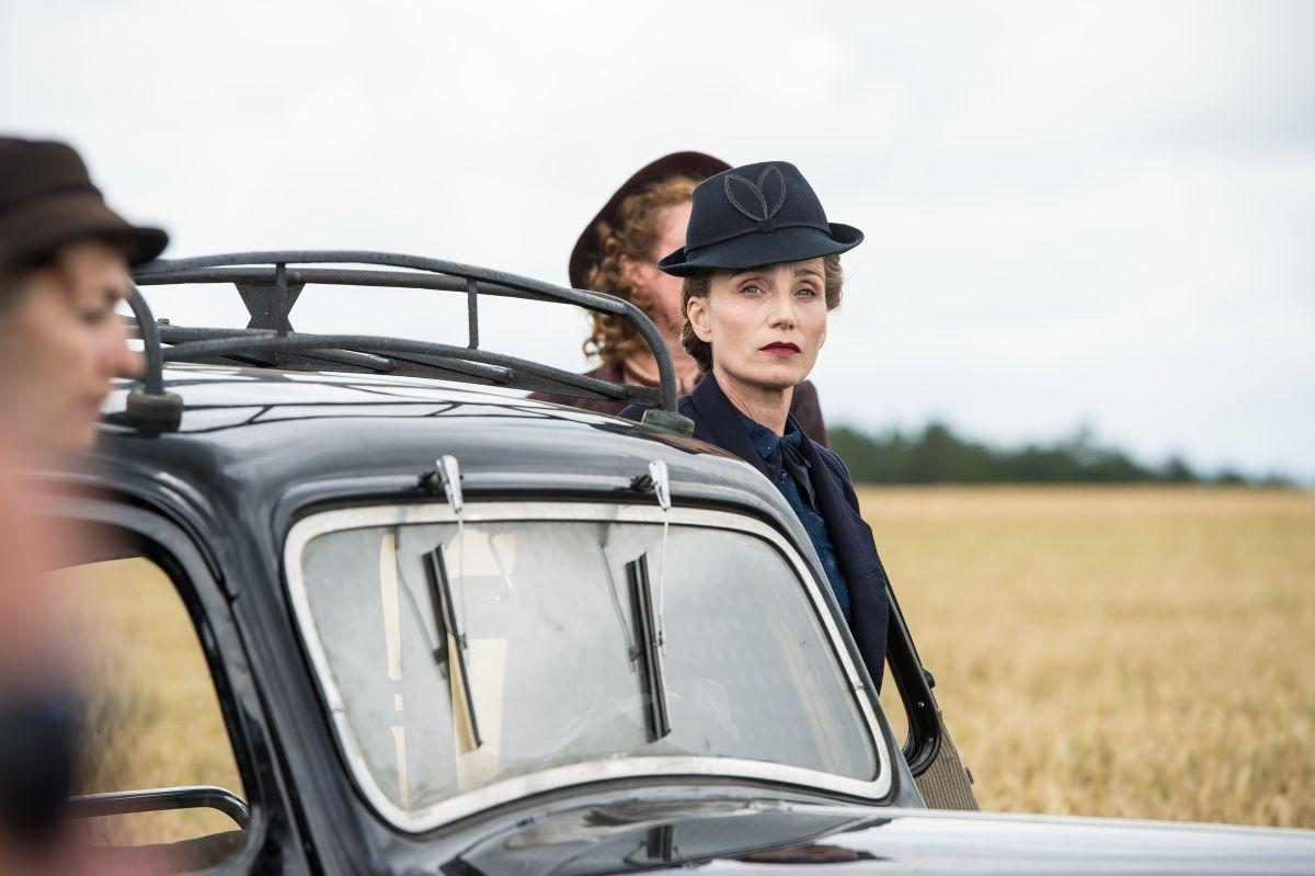Suite Francese: Kristin Scott Thomas nel ruolo dell'arcigna Madame Angellier in una scena del film