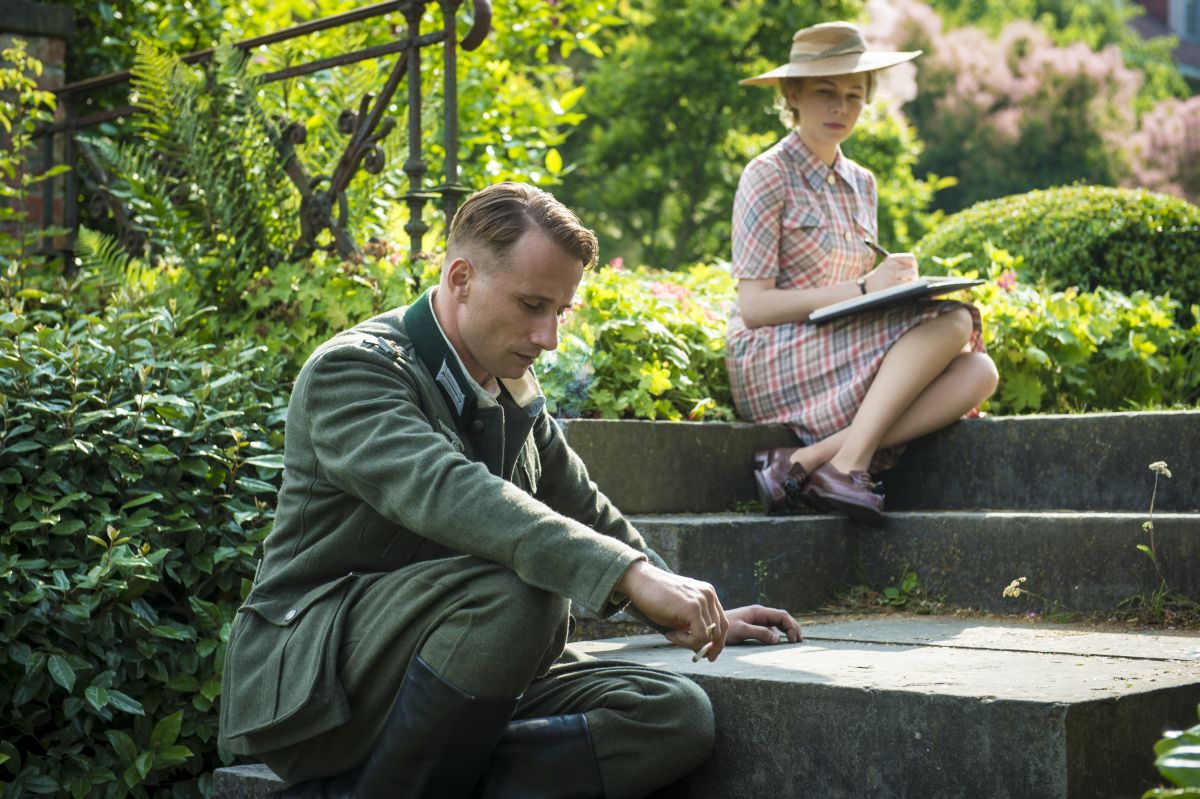 Suite Francese: Matthias Schoenaerts con Michelle Williams in un'immagine del film