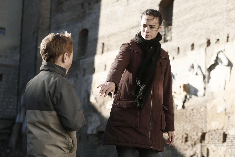 The Search: Bérénice Bejo con Abdul Khalim Mamutsiev in una scena
