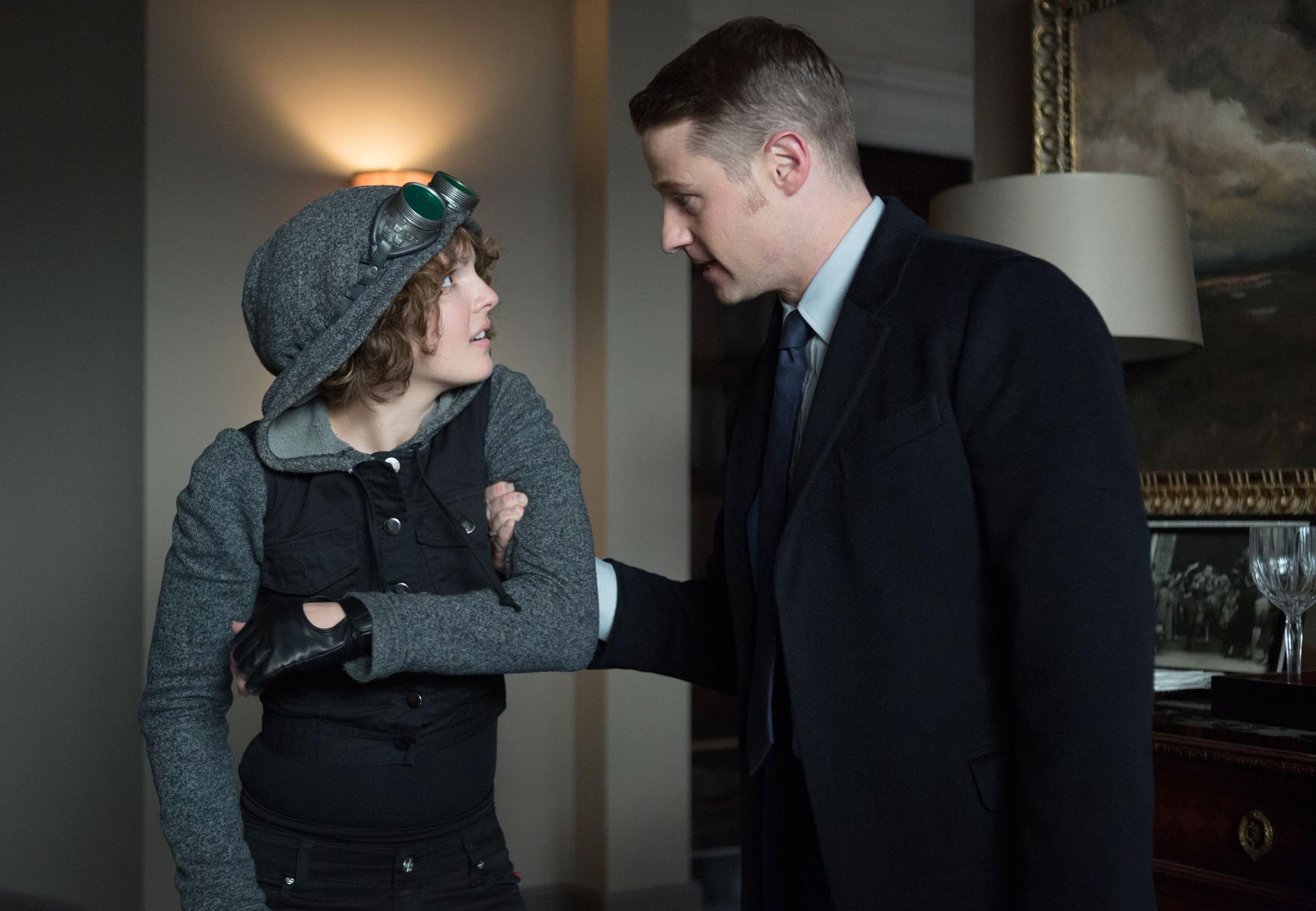 Gotham: Camren Bicondova e Ben McKenzie in una scena di The Fearsome Dr. Crane