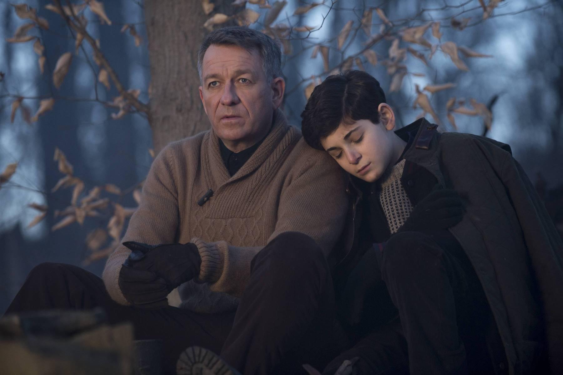 Gotham: Sean Pertwee e David Mazouz interpretano Alfred e Bruce Wayne in The Scarecrow