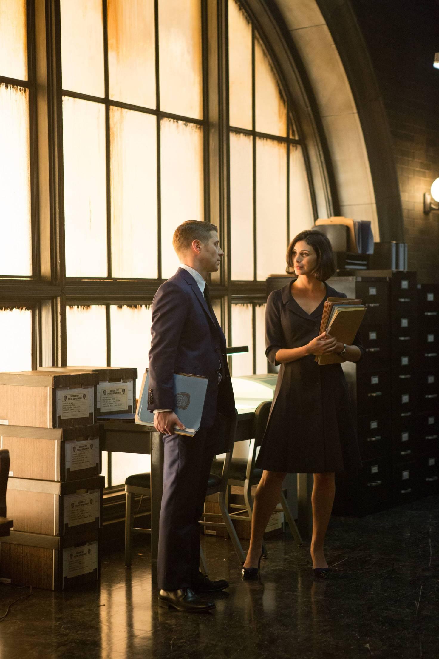 Gotham: Ben McKenzie e Morena Baccarin in una scena dell'episodio The Scarecrow