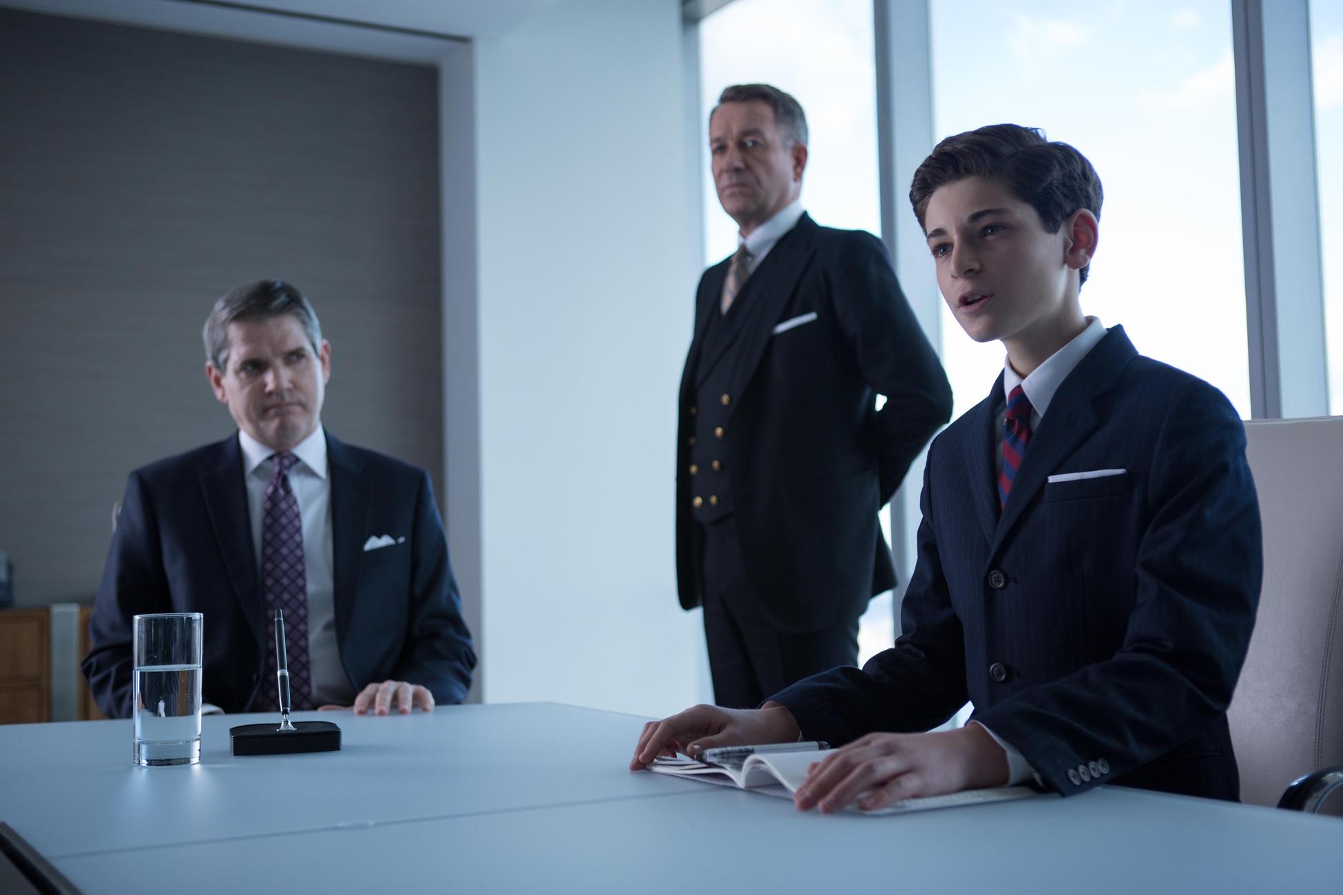 Gotham: Sean Pertwee e David Mazouz nella puntata The Blind Fortune Teller